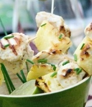 Barbecue: Marinated chicken skewers with pineapple