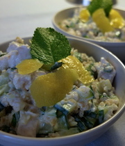 Poultry with zucchini and minted yogurt