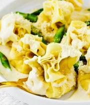 Quattro Leoni's pear-ricotta fiocchi (filled pasta purse)