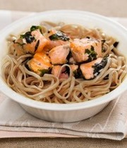 Stir-fry salmon, nori pesto and soba noodles