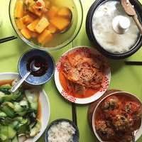 Julia, une cuisinière d'origine Vietnamienne