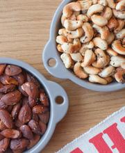 Amandes et noix de cajou grillées au romarin