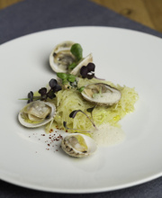 Vongolé spaghetti (potatoes and cockles)