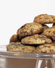 Chocolate-nougatine cookies