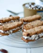 Macadamia-peanut finger cookie sandwich