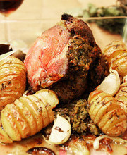 Crusted leg of lamb with Hasselback potatoes
