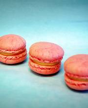 Red Peach Macarons (30 pieces)