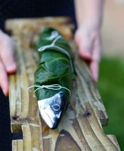 Mackerel barbecued in fig leaves