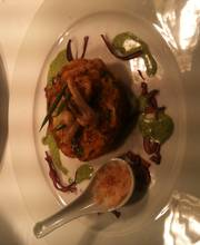 Okonomiyaki de chou vert, calamars, chou rouge et coulis de cresson