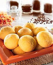 Pãozinho de Queijo  (Brazilian cheese puffs)