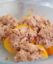 Tuna with peaches