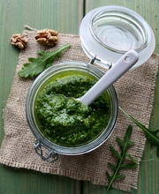Arugula and walnut pesto