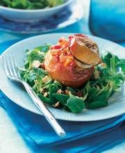 Lamb's lettuce with hazelnuts and stuffed apples