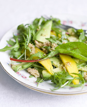 Mango salad with walnuts