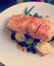 Low-temperature cooked salmon with French beans and persillade sauce