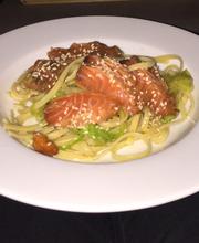 Saumon tataki et spaghettis de courgettes