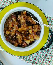 Sautéed pork with apricots