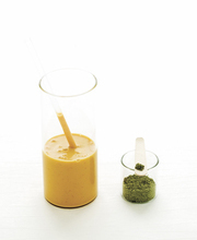 Apricot-green tea smoothie