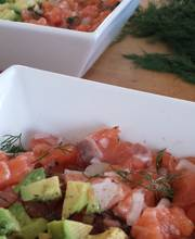 Salmon tartare with avocado (2)