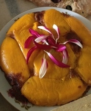Mango Tarte Tatin with speculoos crust