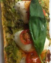 Pesto et mozzarella toast