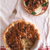 Apple and caramel crumble tart