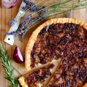 Caramelized red onion tart with honey