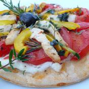 Quick pita pizza with chicken and ricotta