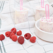 Raspberry yogurt Popsicles by Carnet Prune