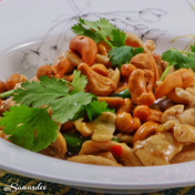 Stir-fry chicken with cashew nuts