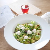 Baby salad leaves, avocado, ricotta and dried cranberry-walnut-pine nut mix