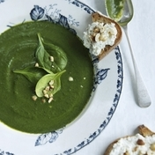 Spinach soup with hazelnut & goat cheese toast
