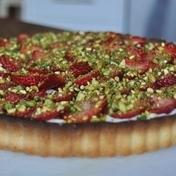 Strawberry-pistachio cream pie