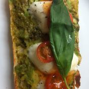 Pesto et mozzarella toast