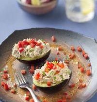 Avocats aux rillettes de thon au basilic