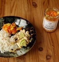 Brochettes de poulet Yassa - pickles Melting Popote