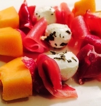 Skewed melon with ham and mozzarella