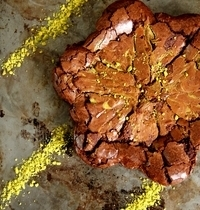 Pistachio nut brownies