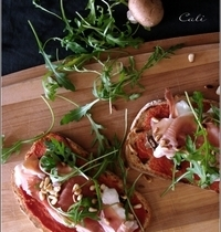 Bruschetta comme une Pizza, à la Burrata & Prosciutto di Parma