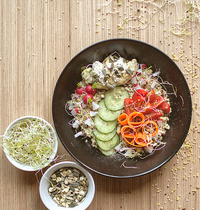 Buddha bowl quinoa-boulgour, houmous et ricotta