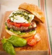 Burger cœur de bœuf et sauce pesto
