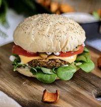 Burger vegan avec pain ultra moelleux fait maison