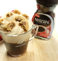 Café gourmand, chantilly au caramel, brisures de cookies au  chocolat café