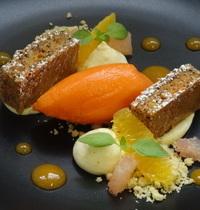 Cake à la carotte, crémeux à l'orange, déclinaison d'agrumes