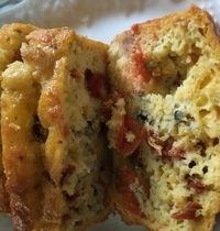 cake au roquefort, tomates cerise, tomates séchées, noix