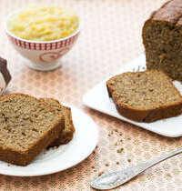 Cake aux graines de chanvre et sa compotée de pommes au beurre salé