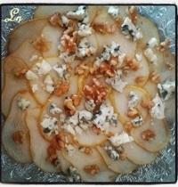 Carpaccio de poires au roquefort et aux noix