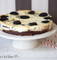 Oreos cheesecake over brownie