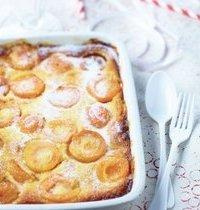 Clafoutis aux abricots, miel et crème d'amandes
