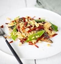 Crumble de maquereaux, chorizo, pois gourmands et tomates confites